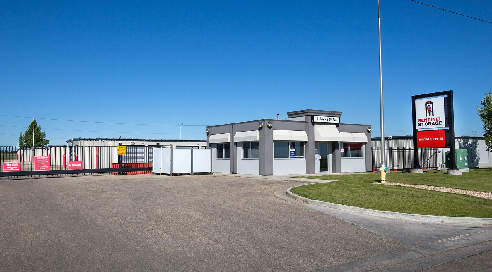 Rent Fort Saskatchewan storage units at 11242 88 Ave. We offer a wide-range of affordable self storage units and your first 4 weeks are free!