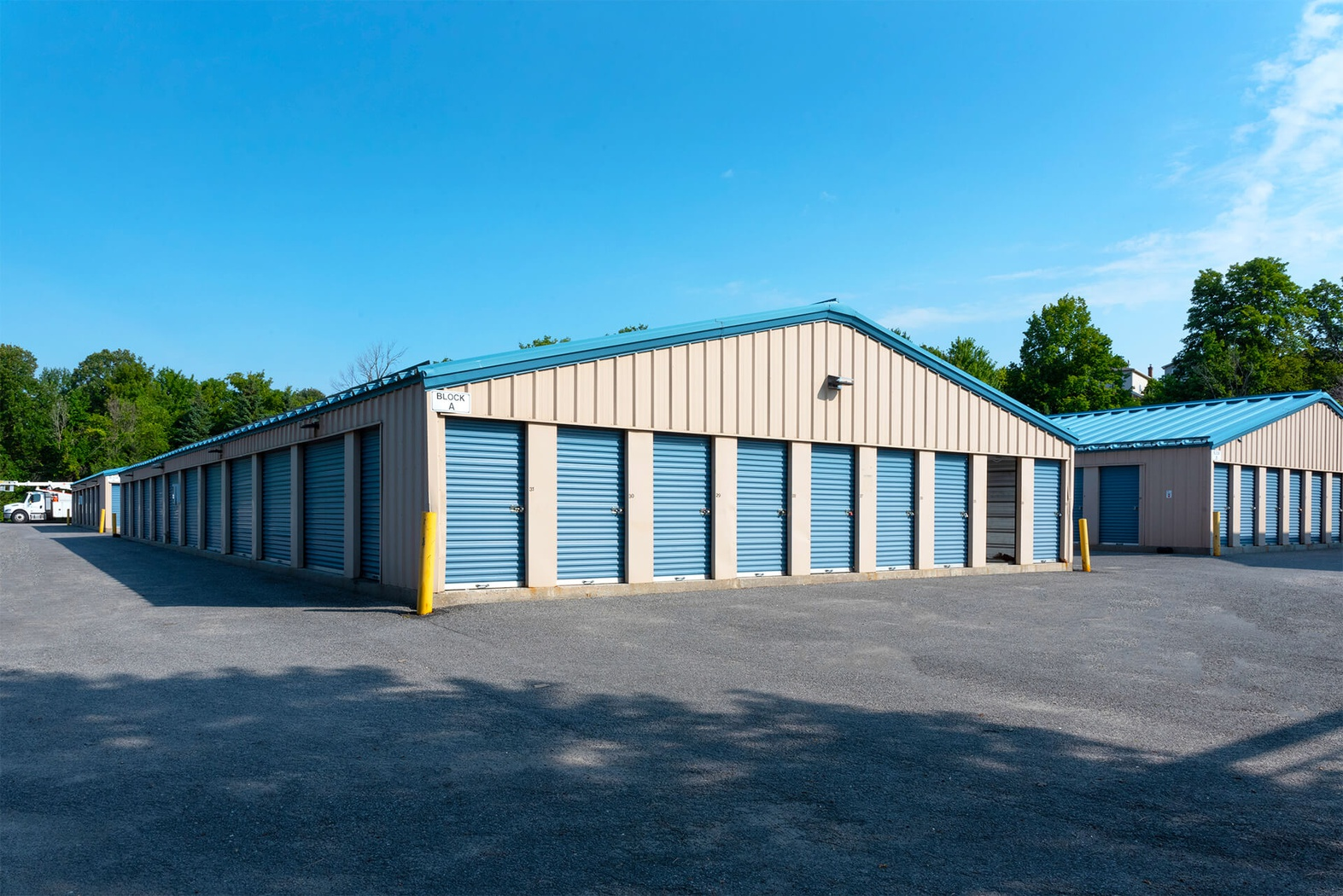 Rent Kanata storage units at 38 Edgewater Street. We offer a wide-range of affordable self storage units and your first 4 weeks are free!