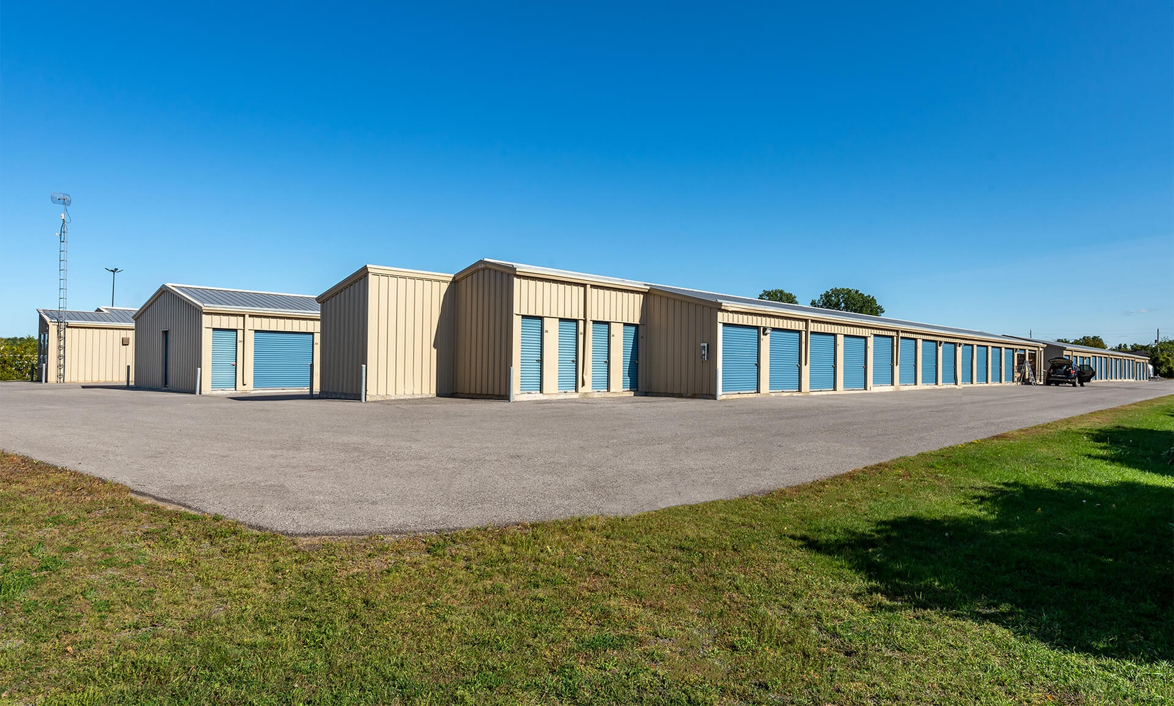 Rent Ottawa storage units at 3600 Uplands Dr. We offer a wide-range of affordable self storage units and your first 4 weeks are free!