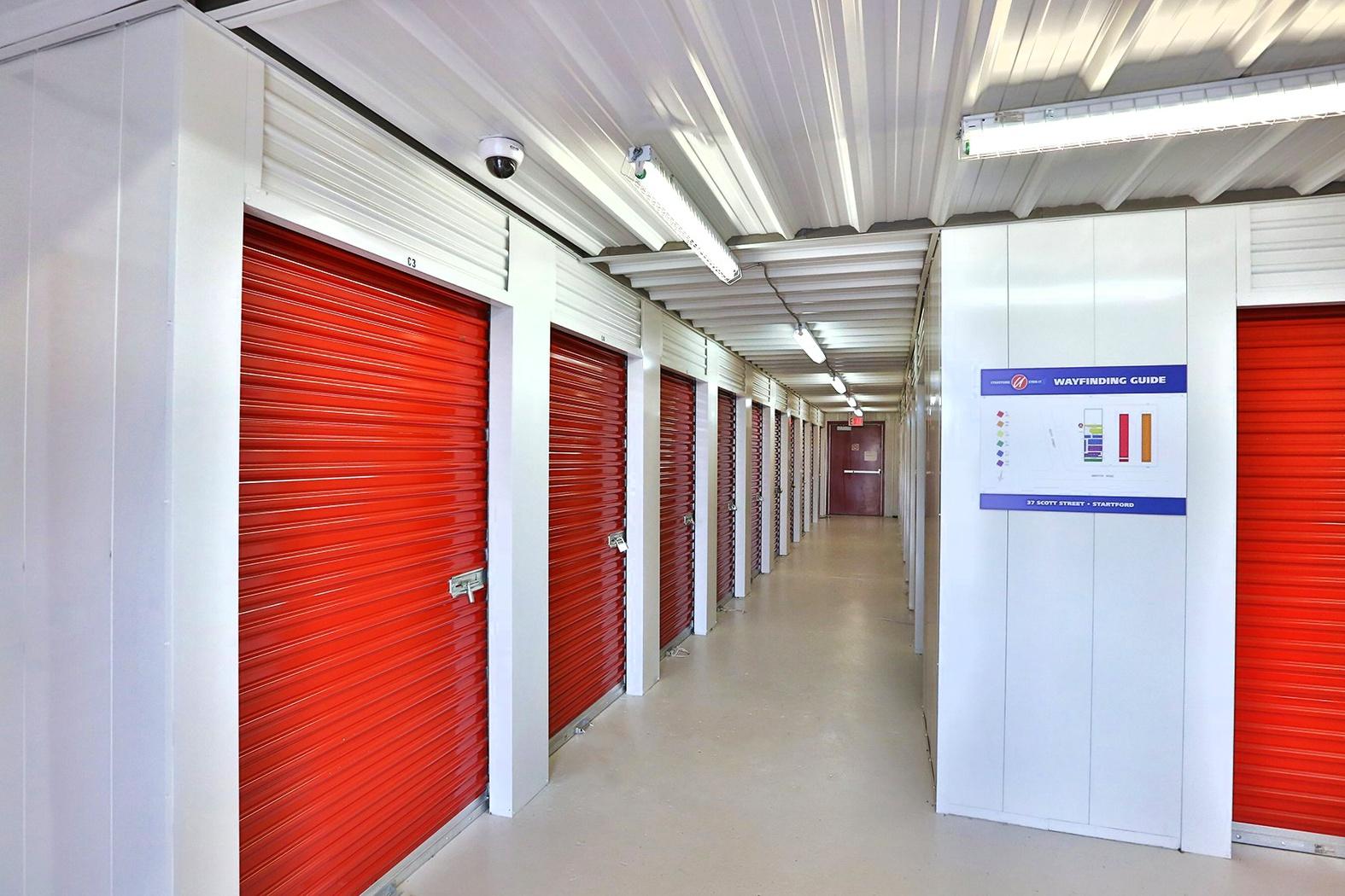 La succursale Access Storage – Stratford, située au 37, rue Scott, a la solution d'entreposage en libre-service qu'il vous faut. Réservez dès aujourd'hui!