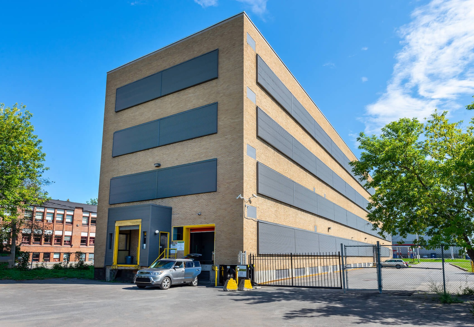 Rent Trois-Rivières storage units at 340 Boulevard du Saint Maurice. We offer a wide-range of affordable self storage units and your first 4 weeks are free!