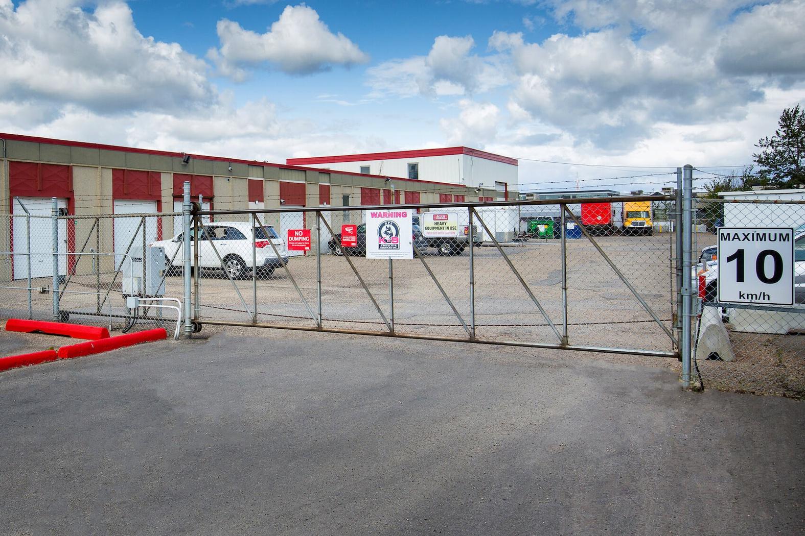 La succursale Access Storage – Edmonton Nord-Ouest, située au 14630, avenue 128, a la solution d'entreposage qu'il vous faut. Réservez dès aujourd'hui!