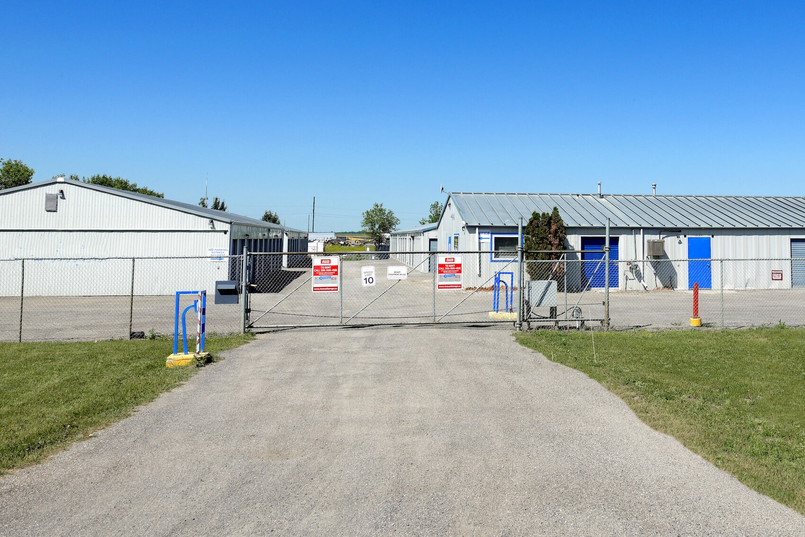 Rent Regina storage units at 6050 Diefenbaker Avenue. We offer a wide-range of affordable self storage units and your first 4 weeks are free!