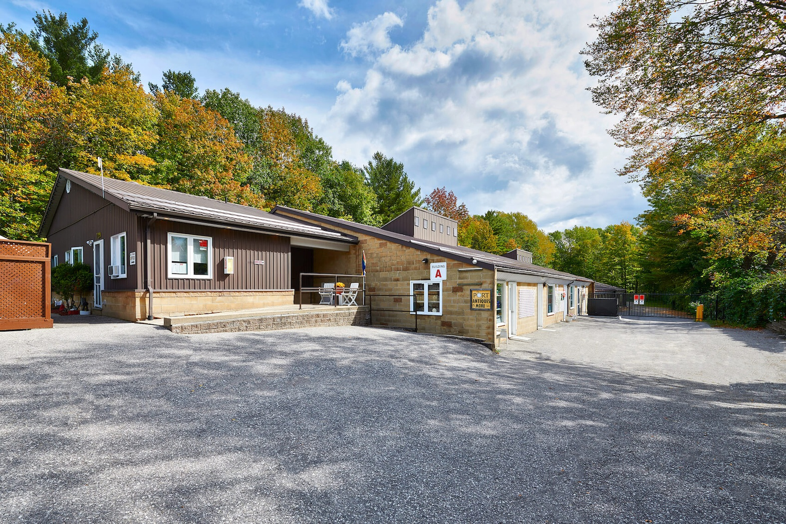 Rent Midland storage units at 729 Balm Beach Road East. We offer a wide-range of affordable self storage units and your first 4 weeks are free!