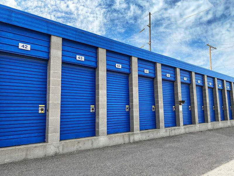 Rent Regina storage units at 100 Dewdney Ave. We offer a wide-range of affordable self storage units and your first 4 weeks are free!