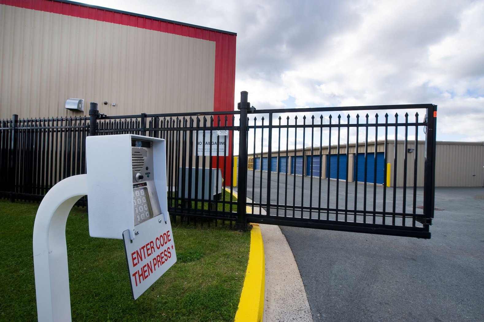 Rent Bedford storage units at 231 Damascus Rd. We offer a wide-range of affordable self storage units and your first 4 weeks are free!