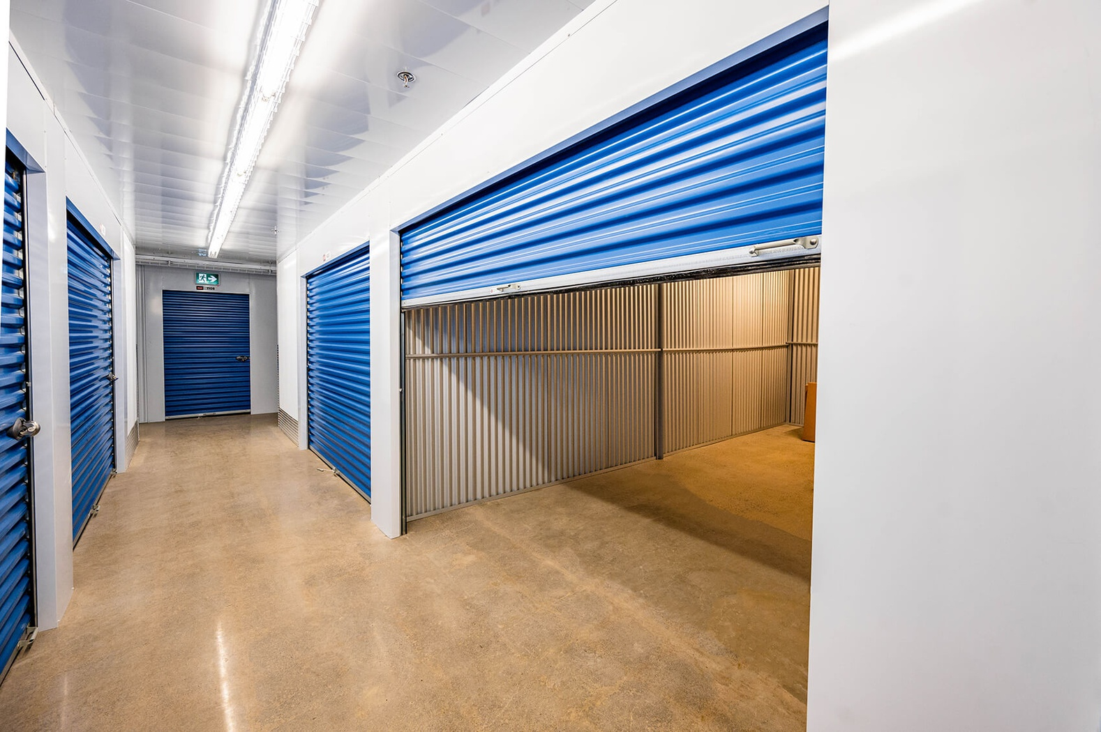 Rent Whitchurch-Stouffville storage units at 12230 Kennedy Road. We offer a wide-range of affordable self storage units and your first 4 weeks are free!