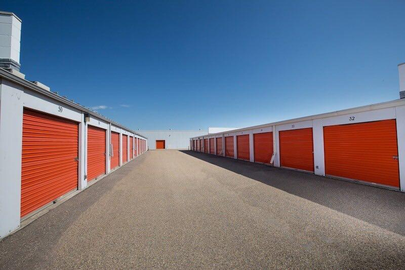 Rent Oakville storage units at 1195 North Service Road East. We offer a wide-range of affordable self storage units and your first 4 weeks are free!