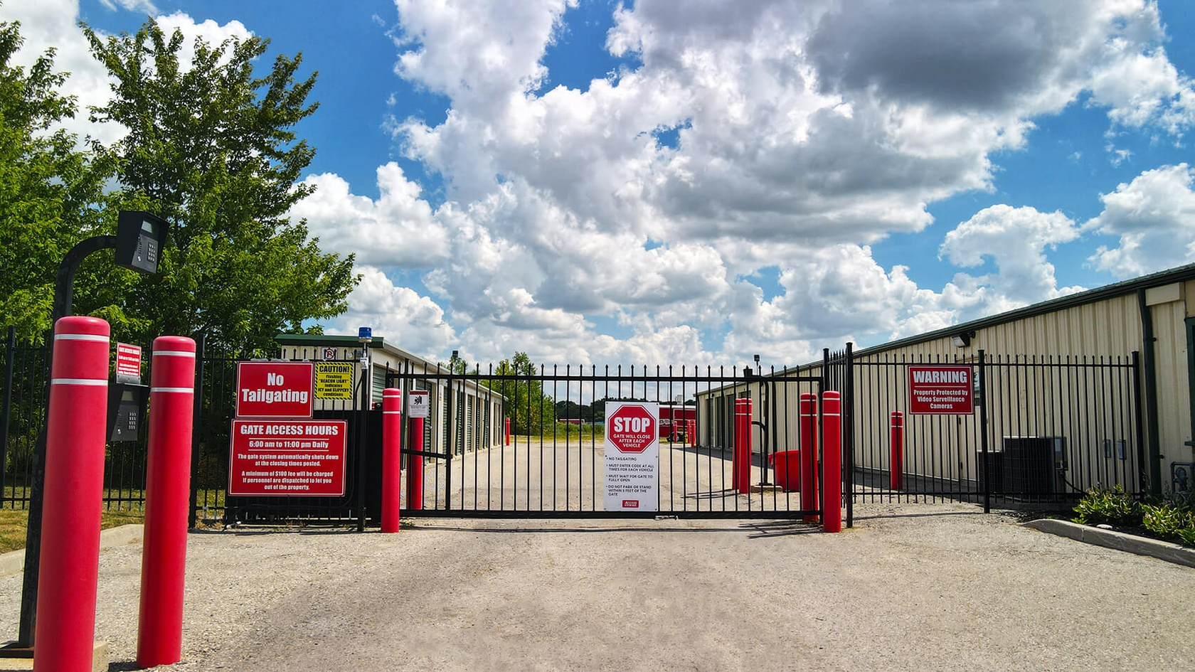 Rent London Clarke storage units at 35 Atlantic Court. We offer a wide-range of affordable self storage units and your first 4 weeks are free!