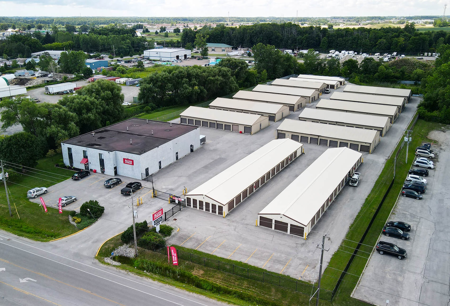 Rent London White Oaks storage units at 3435 White Oak Road. We offer a wide-range of affordable self storage units and your first 4 weeks are free!