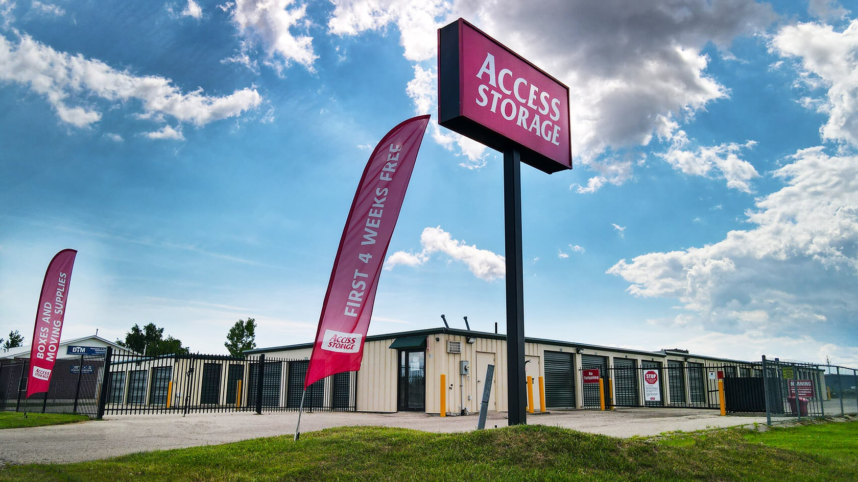 Rent St. Thomas storage units at 101 Harper Road. We offer a wide-range of affordable self storage units and your first 4 weeks are free!