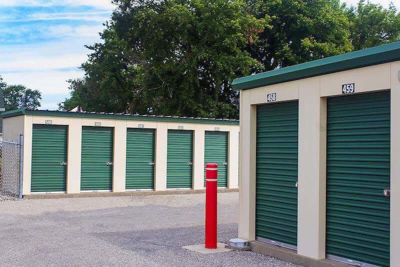 Rent Chatham storage units at 75 Richmond St. We offer a wide-range of affordable self storage units and your first 4 weeks are free!