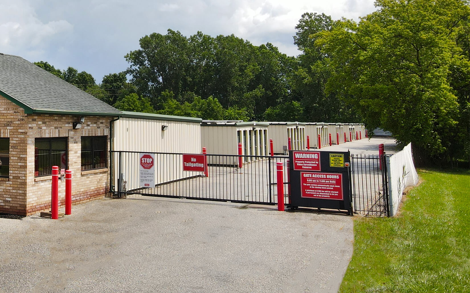 Rent LaSalle storage units at 777 Highway 18. We offer a wide-range of affordable self storage units and your first 4 weeks are free!