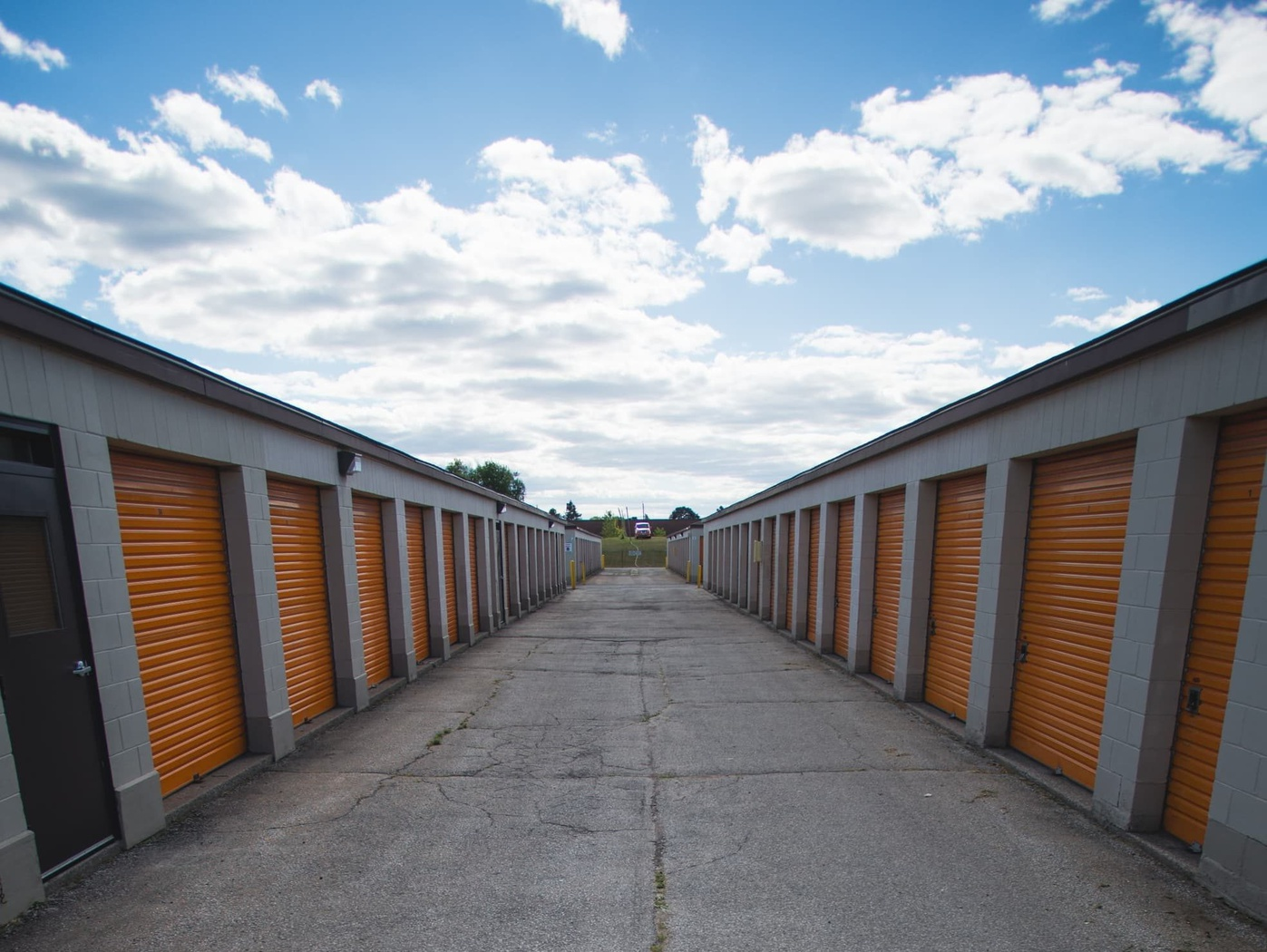 View More & Storage Units in Oakville On - 1195 N. Service Rd E | 4 Weeks Free